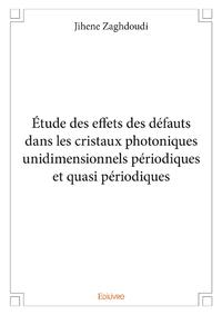 Étude des effets des défauts dans les cristaux photoniques unidimensionnels périodiques et quasi périodiques